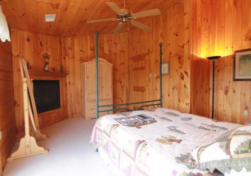Bedroom - Lake View Lodge